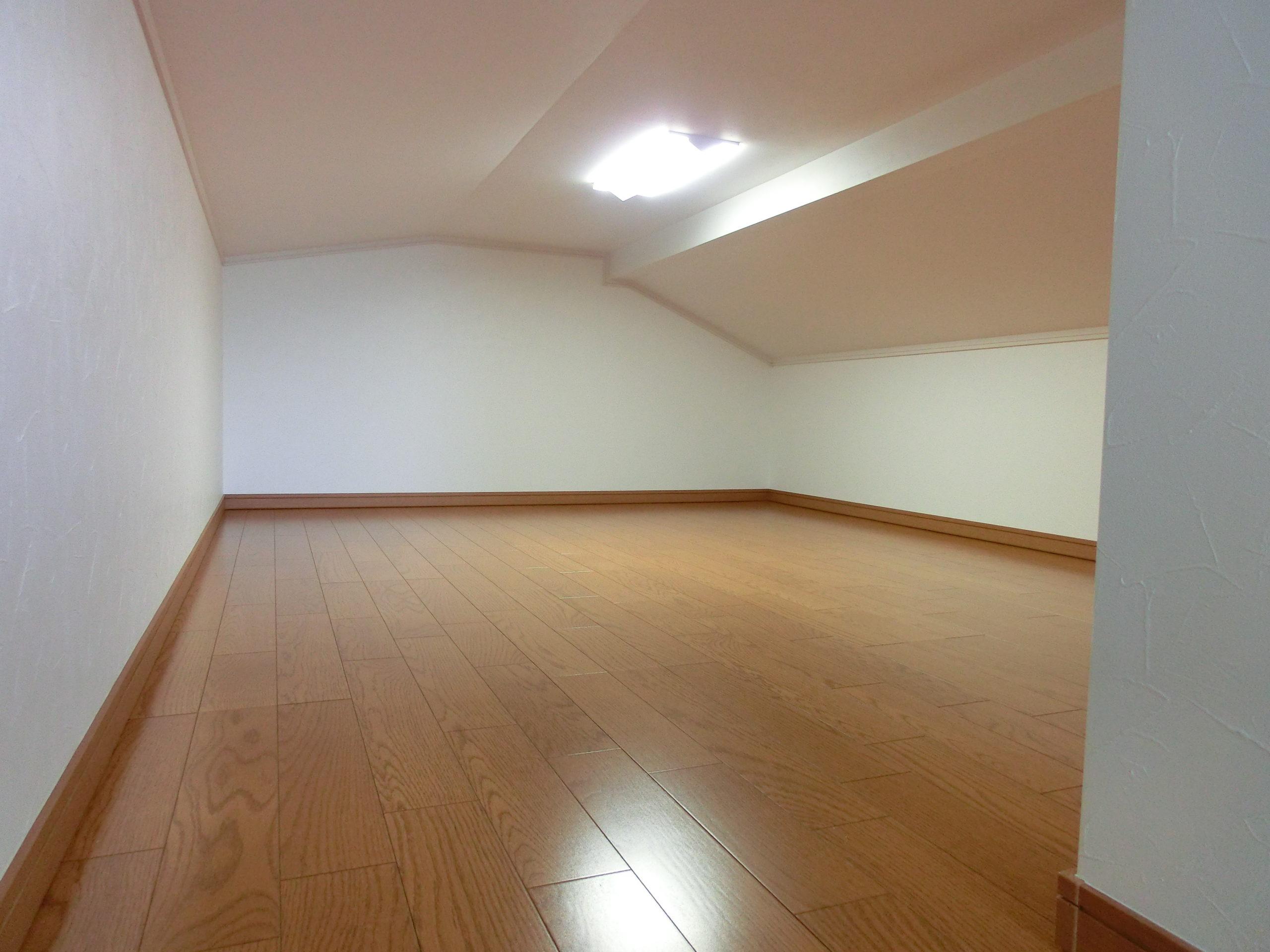 F邸 広々とした屋根裏スペース